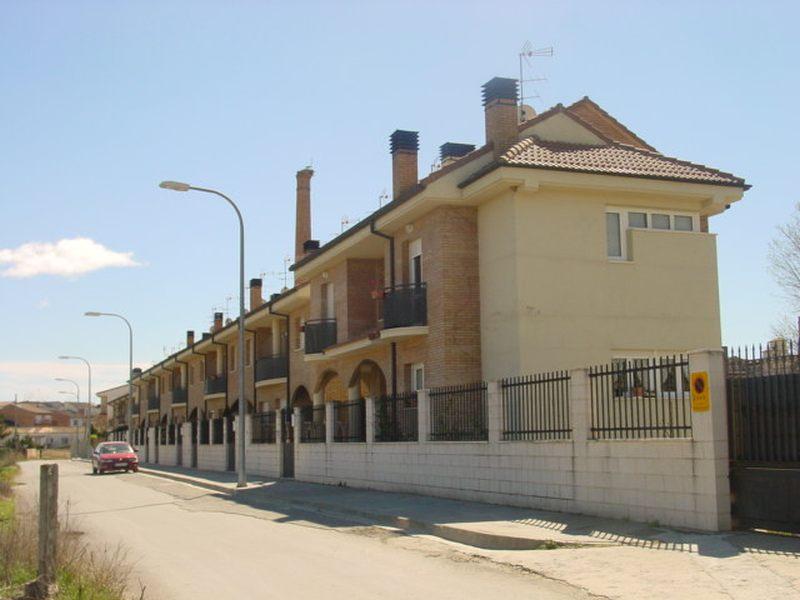 FERRAZ ARQUITECTURA: VIVIENDAS ADOSADAS EN BARBASTRO