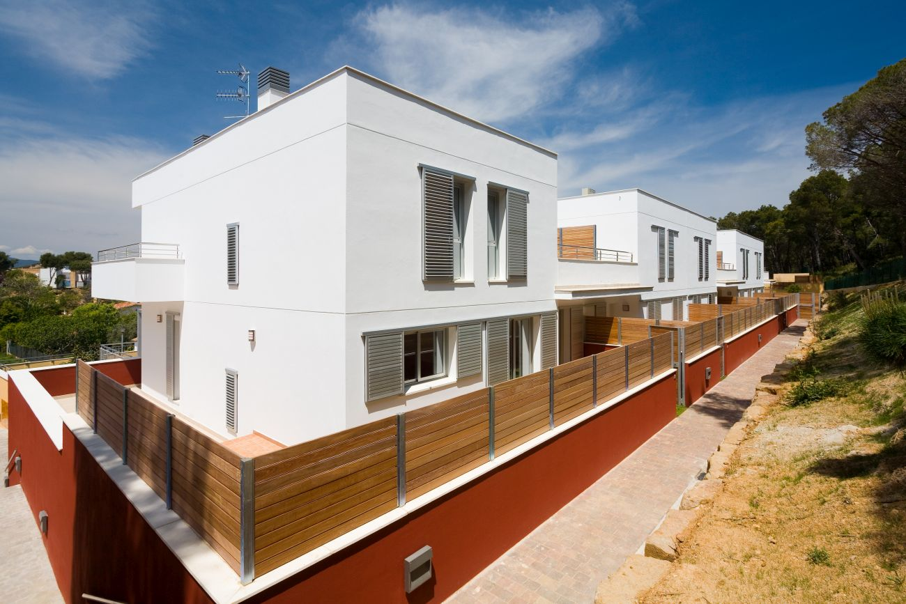 ADEMÀ CANELA COMELLA Arquitectes Associats S.L.P: 5 viviendas unifamiliares en Palamós