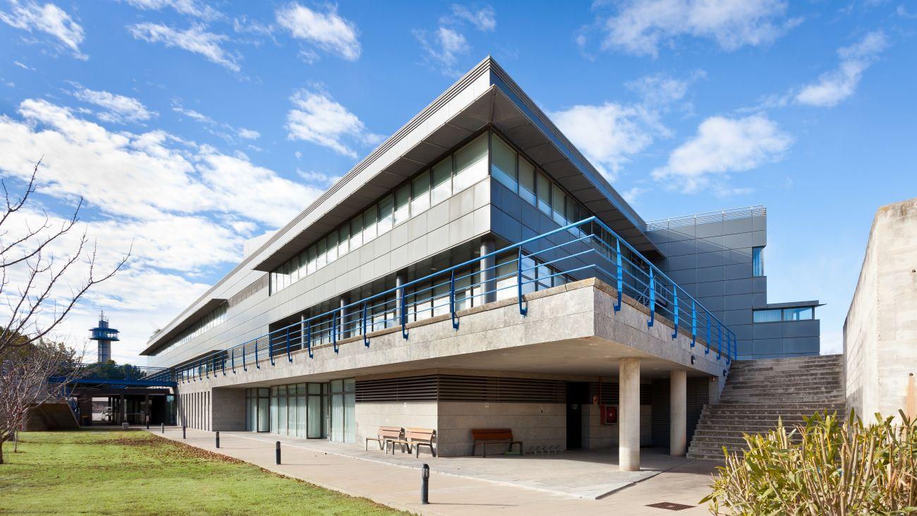 ADEMÀ CANELA COMELLA Arquitectes Associats S.L.P: Laboratorio oficial del automóvil de Cataluña