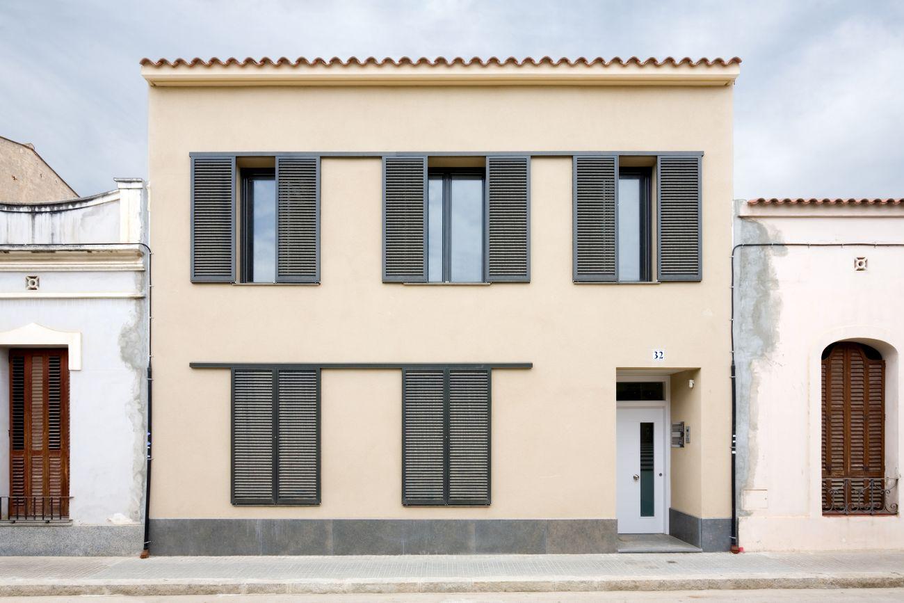 ADEMÀ CANELA COMELLA Arquitectes Associats S.L.P: Edificio en Vilassar de Mar