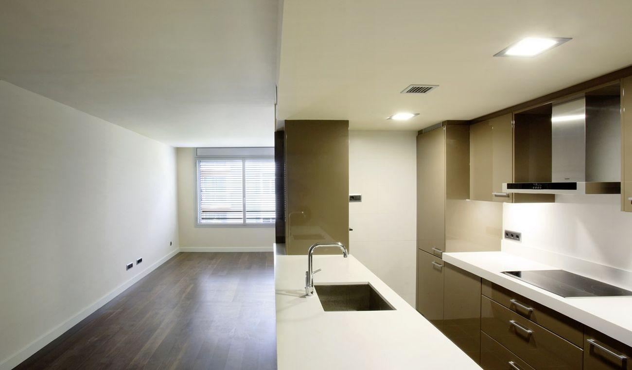 ADEMÀ CANELA COMELLA Arquitectes Associats S.L.P: Edificio de 20 viviendas en la calle Aribau 279-281