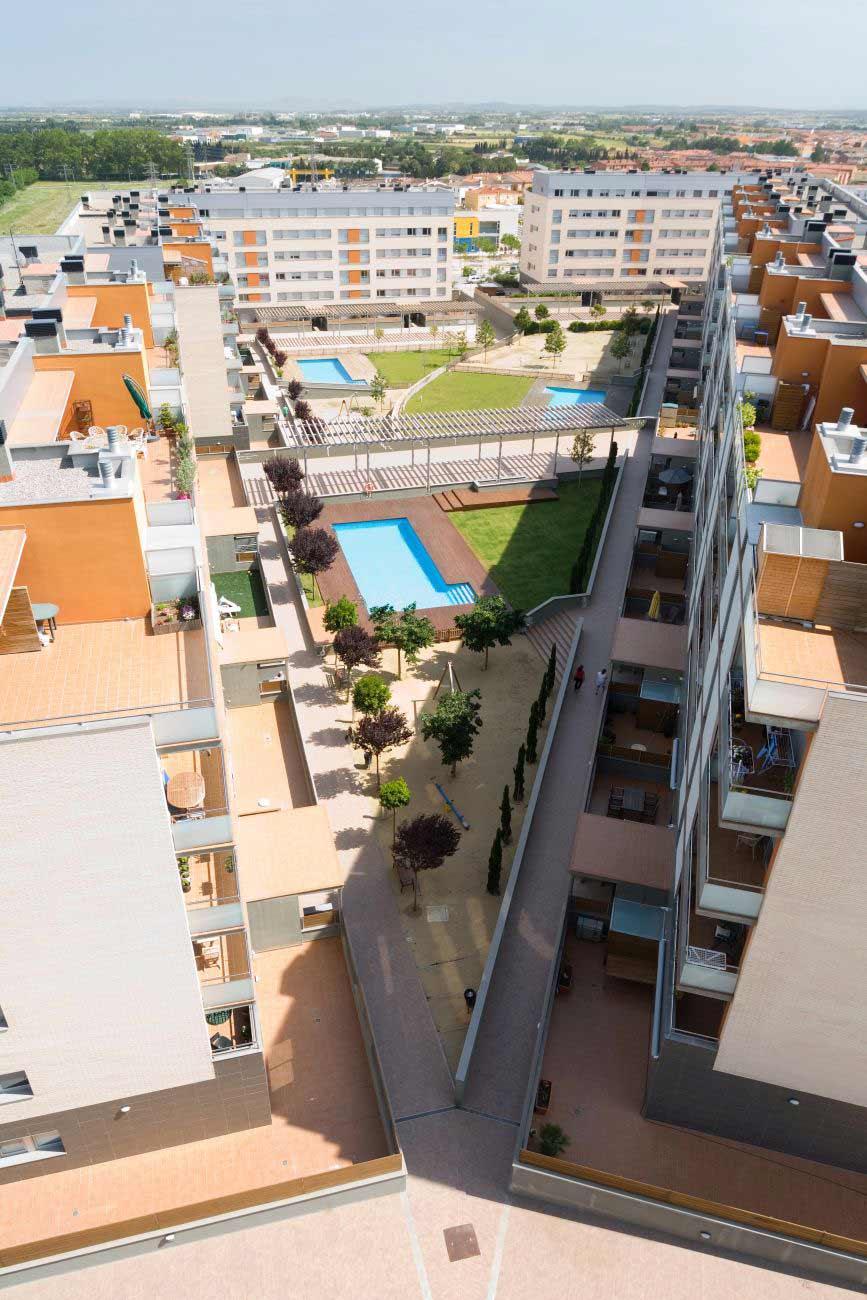ADEMÀ CANELA COMELLA Arquitectes Associats S.L.P: Edificio plurifamiliar en Figueres