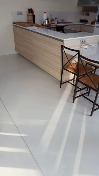 PAVINDUS, S.A.: Pavimento cementoso Pavitron decorativo (casas 2)